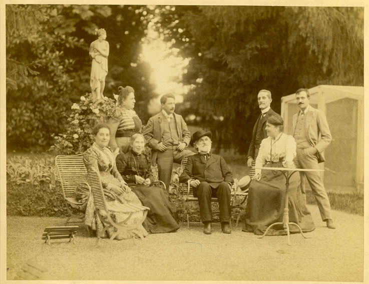 Garden of the villa in Sant'Agata, (from left, seated) Maria Carrara Verdi, Barberina Strepponi, Giuseppe Verdi, Giuditta Ricordi,