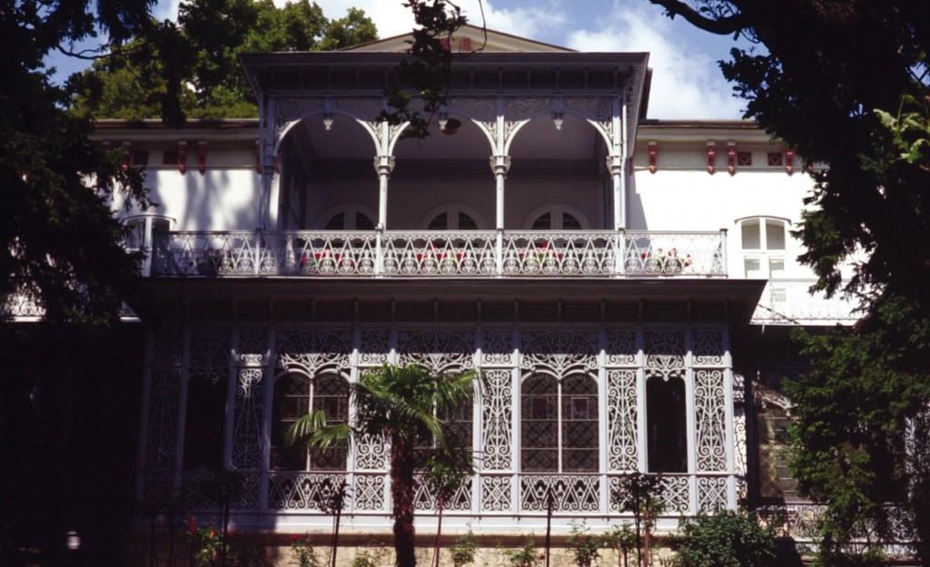 Villa-Strecker
