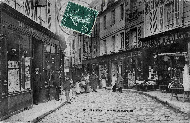 Postcard Rue de la Mercerie, Mantes-la-Jolie (ca. 1910).